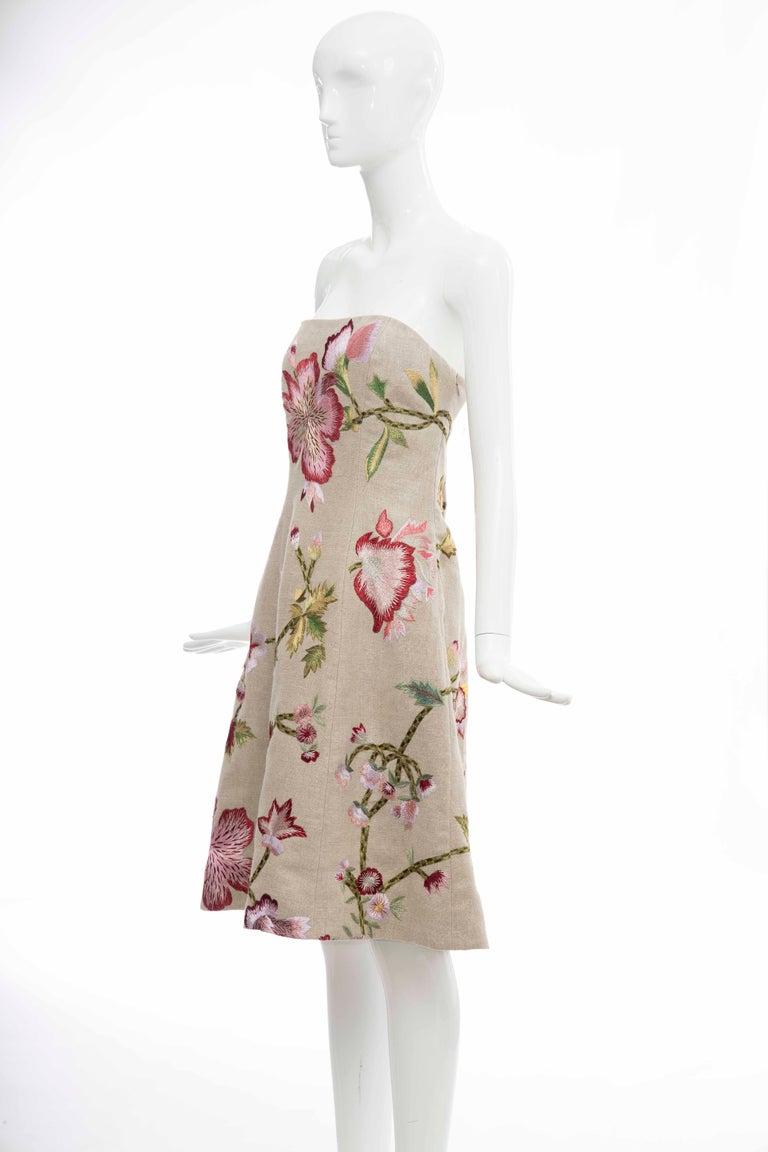 Women's Oscar de La Renta Linen Silk Embroidered Strapless Dress, Circa: Early 2000s For Sale