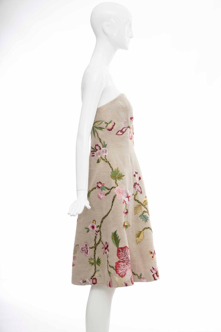 Oscar de La Renta Linen Silk Embroidered Strapless Dress, Circa: Early 2000s For Sale 1