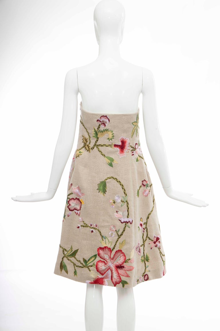 Oscar de La Renta Linen Silk Embroidered Strapless Dress, Circa: Early 2000s For Sale 2