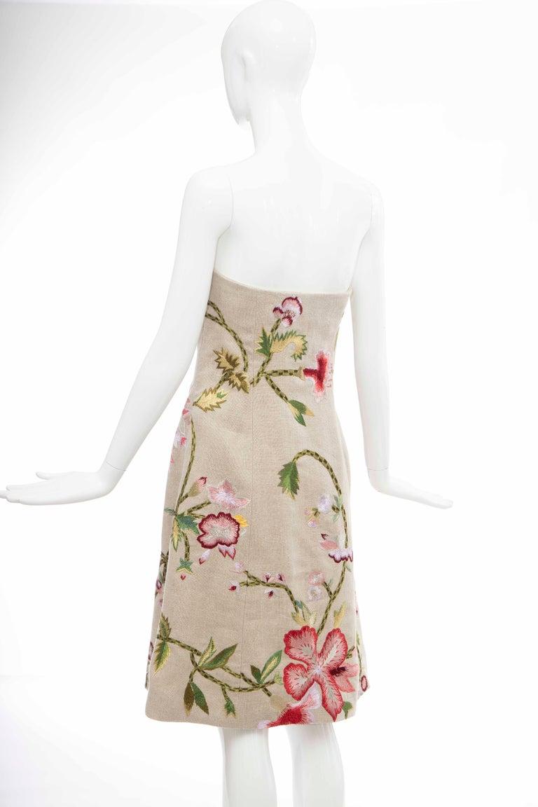 Oscar de La Renta Linen Silk Embroidered Strapless Dress, Circa: Early 2000s For Sale 3