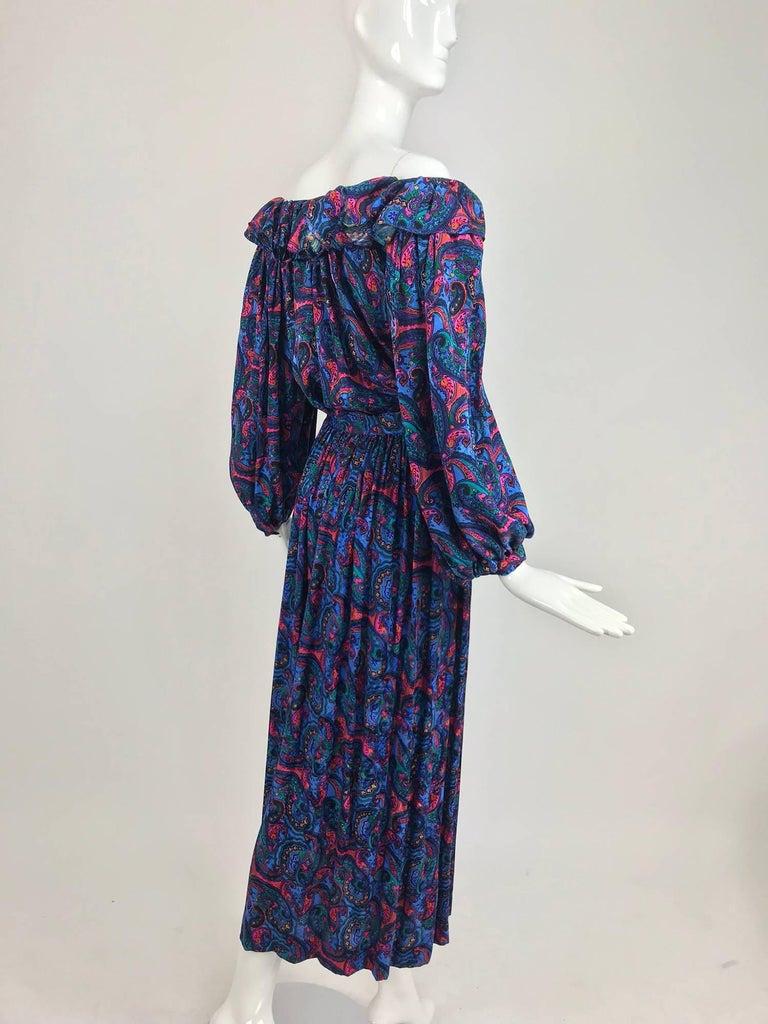 Oscar de la Renta Miss O silk paisley peasant style set  In Excellent Condition For Sale In West Palm Beach, FL