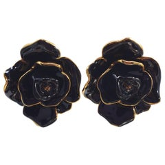 Oscar de la Renta Painted Black Rosette Button Flower Clip On Earrings in Gold