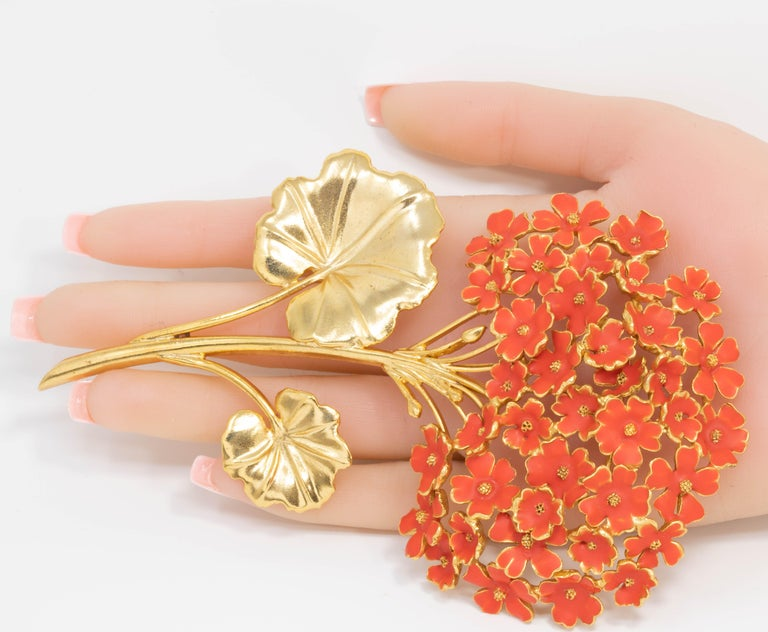 Oscar de la Renta Painted Cayenne Orange Geranium Bouquet Pin Brooch in Gold For Sale 1