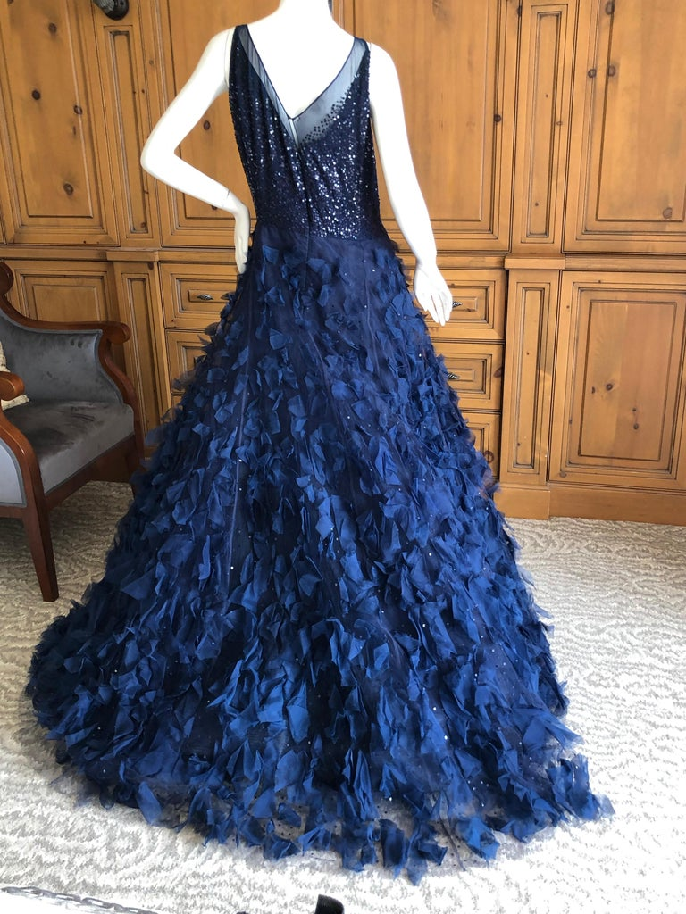 Oscar de la Renta Romantic Navy Blue Evening Gown in Hard to Find Size 14 In New Condition In San Francisco, CA