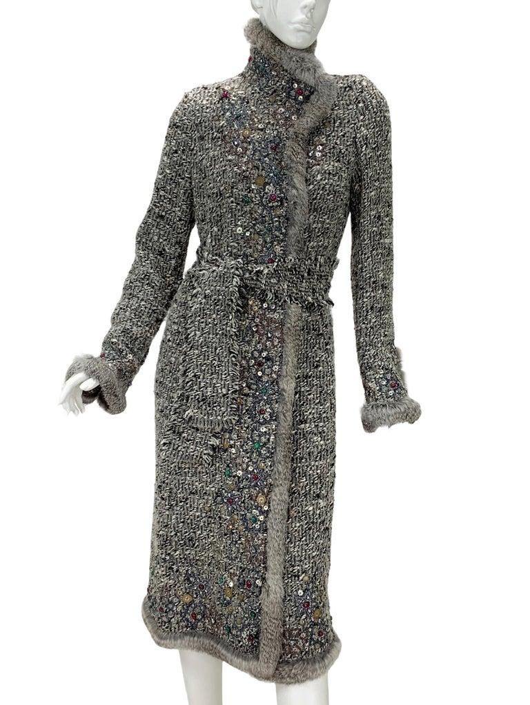 Oscar De La Renta Runway F/W 2004 Beaded Embroidered Fur Trim Coat Cardigan  In Excellent Condition For Sale In Montgomery, TX