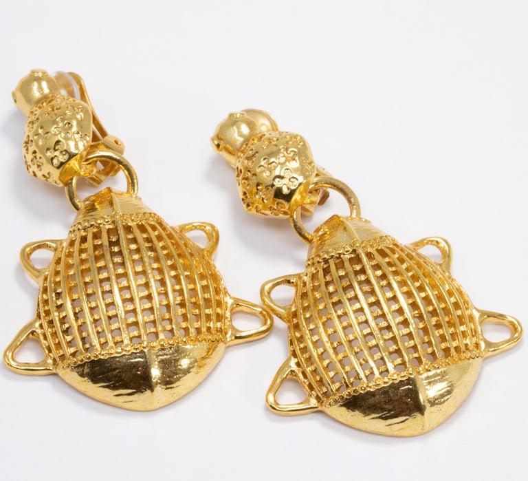 Luxurious clip on earrings in Oscar de la Renta's signature style. A pair of elegant gold-plated stylized scarabs!  Hallmarks: Oscar de la Renta, Made in USA