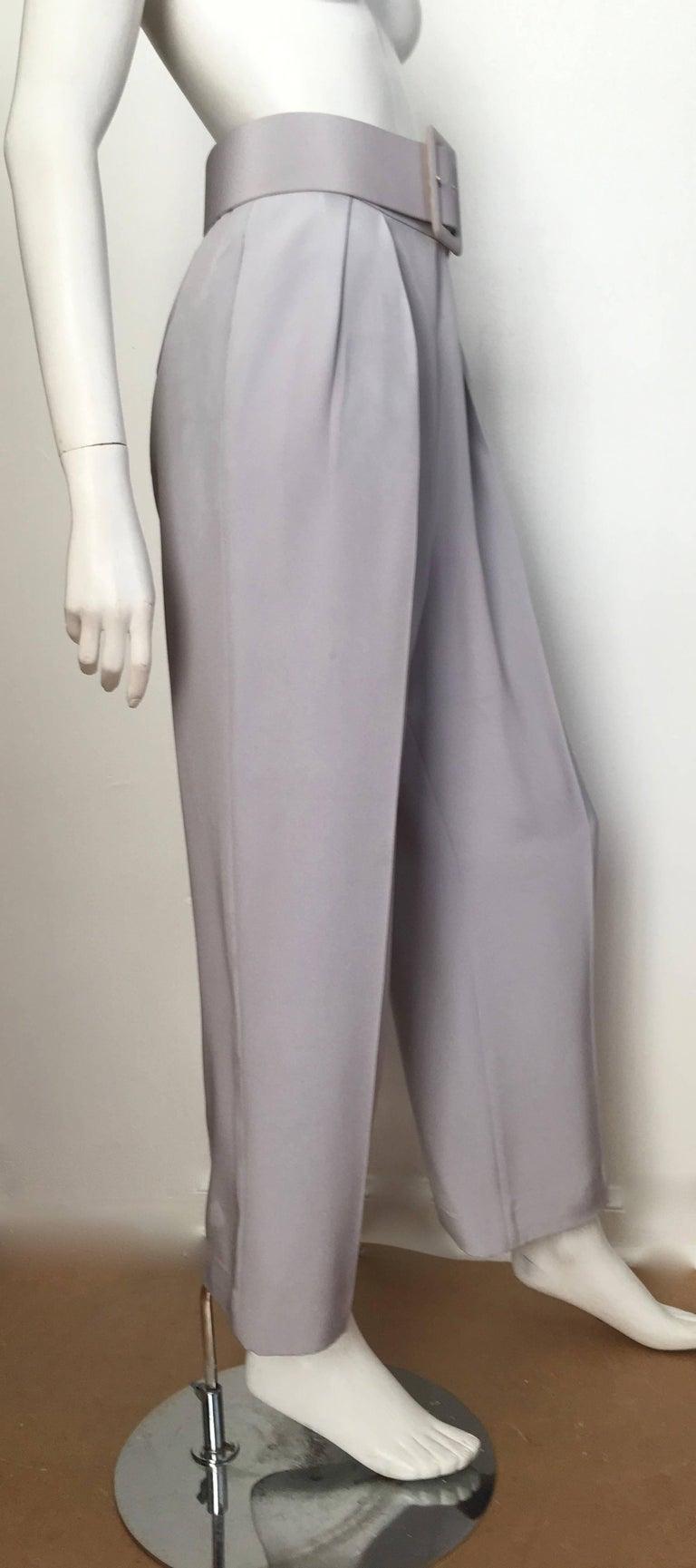 Oscar de la Renta Silver Grey Silk Pleated Pants with Pockets & Belt Size 6. For Sale 2