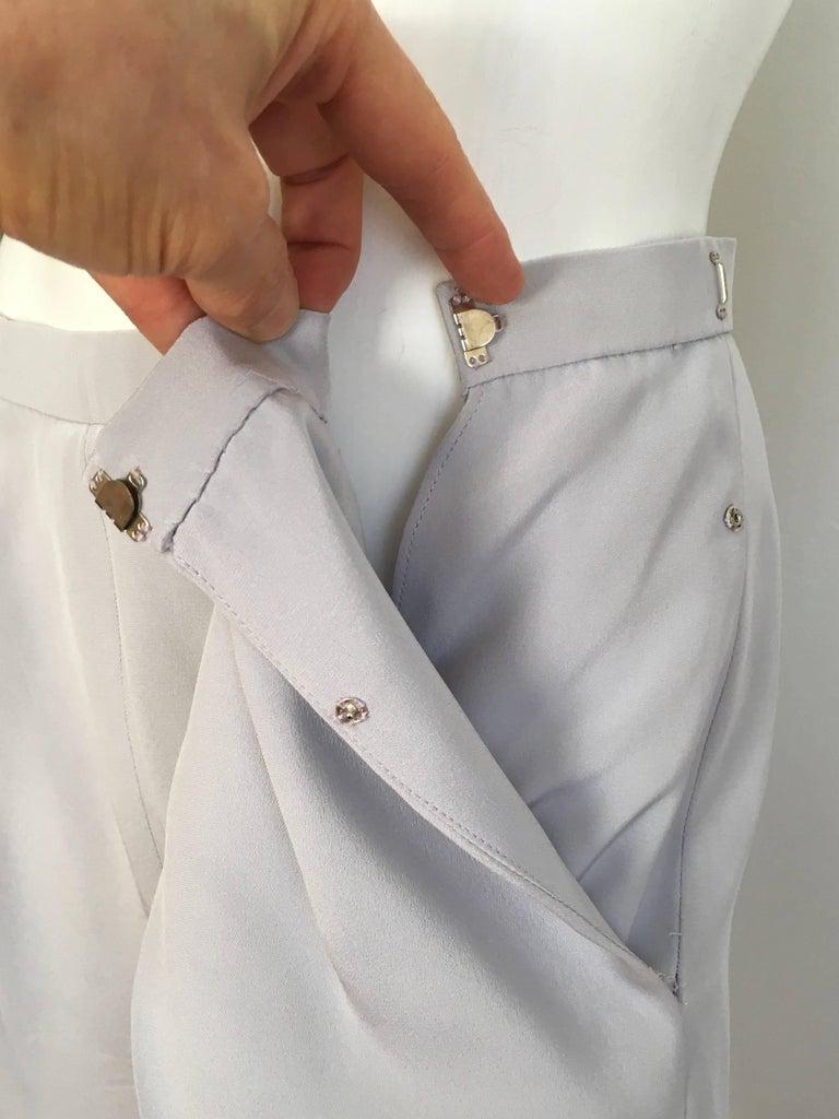 Oscar de la Renta Silver Grey Silk Pleated Pants with Pockets & Belt Size 6. For Sale 5