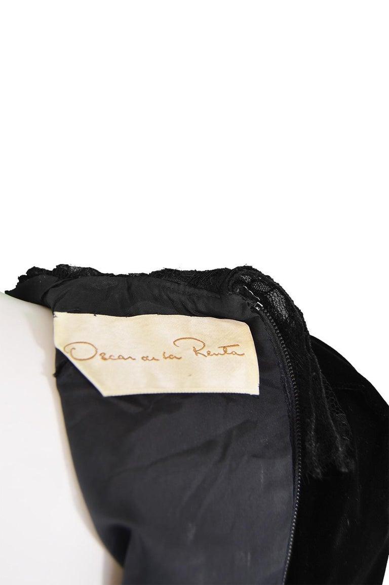 Oscar De La Renta Vintage Black Velvet & Lace Embroidered Party Dress, 1980s For Sale 7