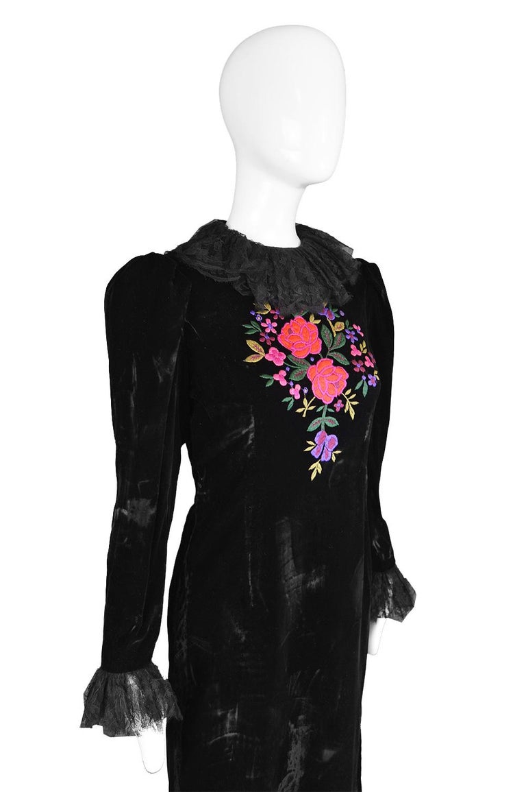 Oscar De La Renta Vintage Black Velvet & Lace Embroidered Party Dress, 1980s In Good Condition For Sale In Doncaster, South Yorkshire