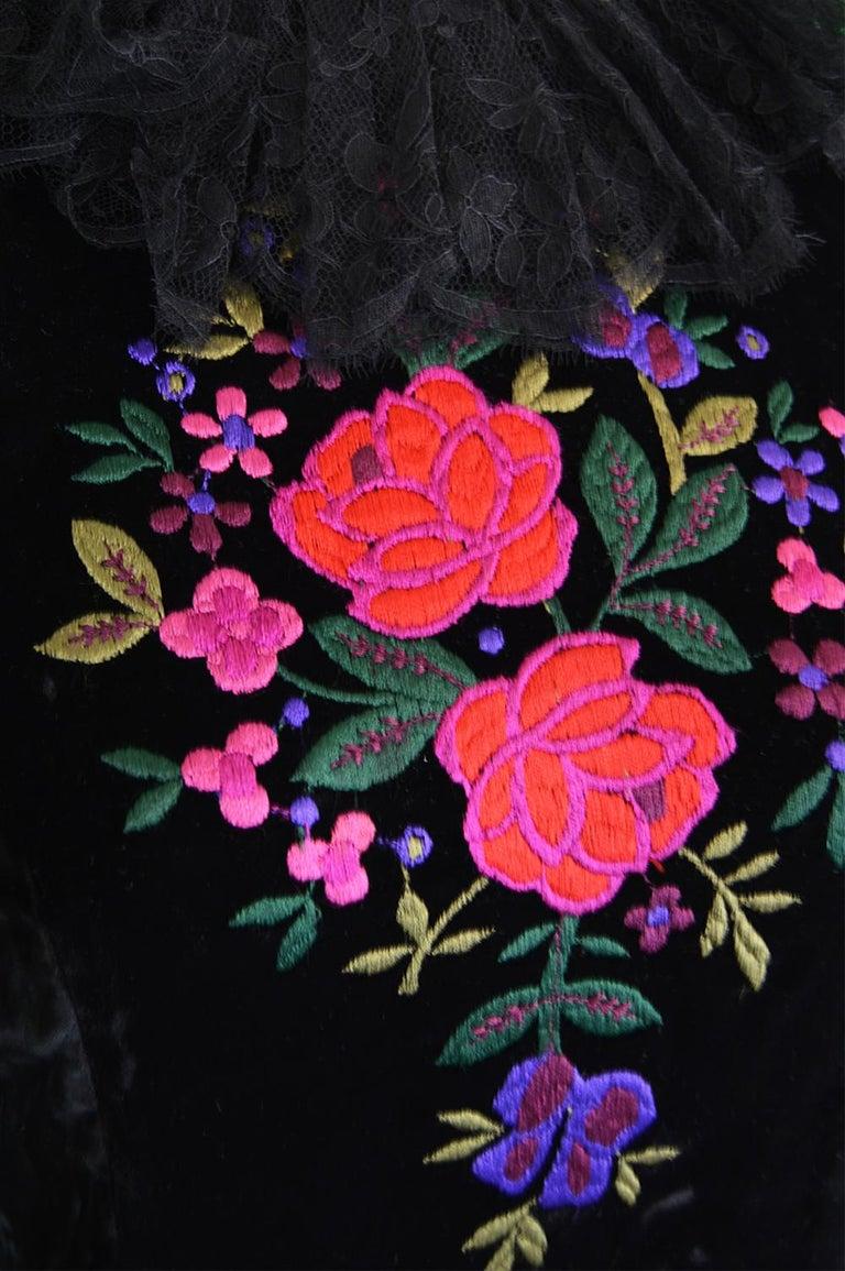 Women's Oscar De La Renta Vintage Black Velvet & Lace Embroidered Party Dress, 1980s For Sale