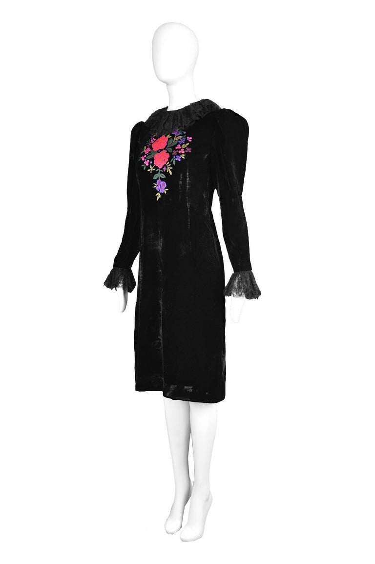 Oscar De La Renta Vintage Black Velvet & Lace Embroidered Party Dress, 1980s For Sale 1