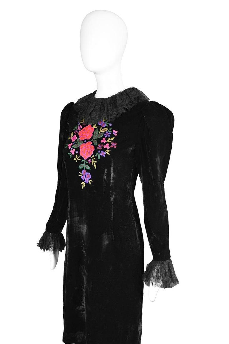 Oscar De La Renta Vintage Black Velvet & Lace Embroidered Party Dress, 1980s For Sale 2