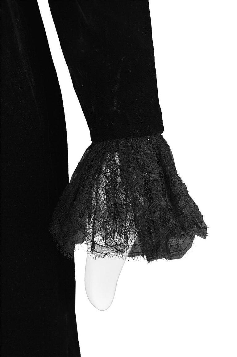 Oscar De La Renta Vintage Black Velvet & Lace Embroidered Party Dress, 1980s For Sale 3