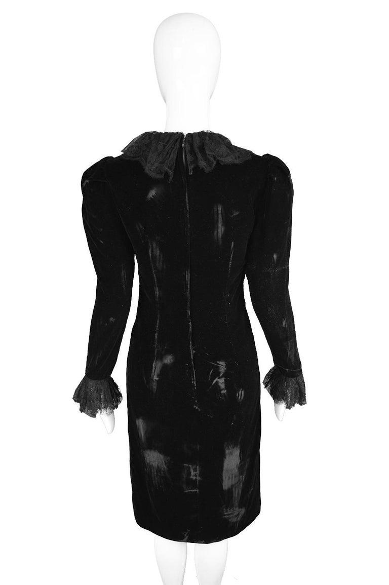 Oscar De La Renta Vintage Black Velvet & Lace Embroidered Party Dress, 1980s For Sale 4
