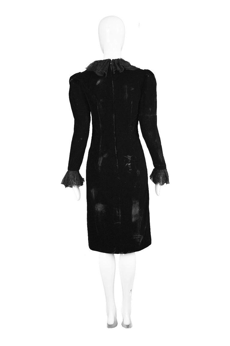 Oscar De La Renta Vintage Black Velvet & Lace Embroidered Party Dress, 1980s For Sale 5