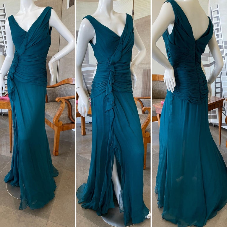 Oscar de la Renta Elegant Teal Blue Silk Shirred Evening Dress   Stunning. Please use the zoom feature to see all the details.  Size 8 Bust 38