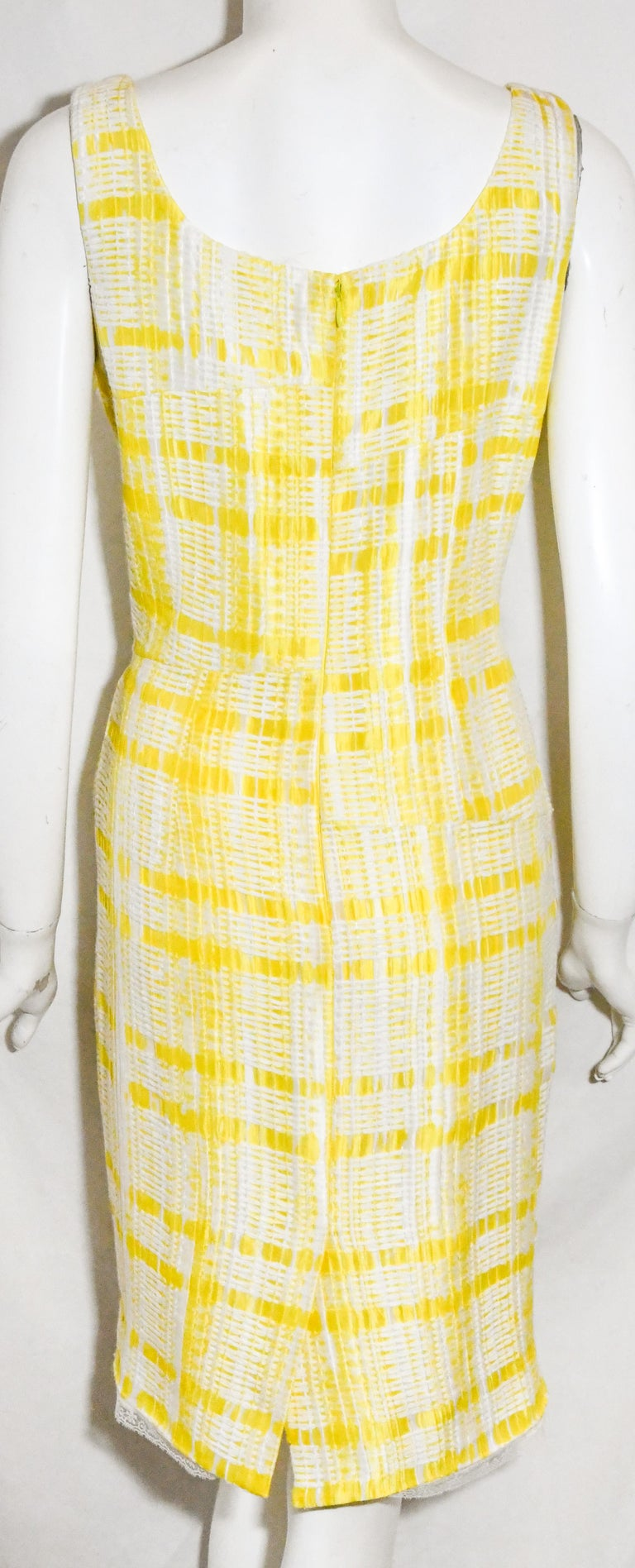 Oscar de la Renta Yellow and White Sleeveless Textured Dress In Excellent Condition For Sale In Palm Beach, FL