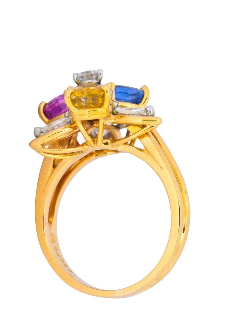 Women's or Men's Oscar Heyman Bros. 4.05 Carats Sapphire Diamond 18 Karat Gold Floral Ring For Sale