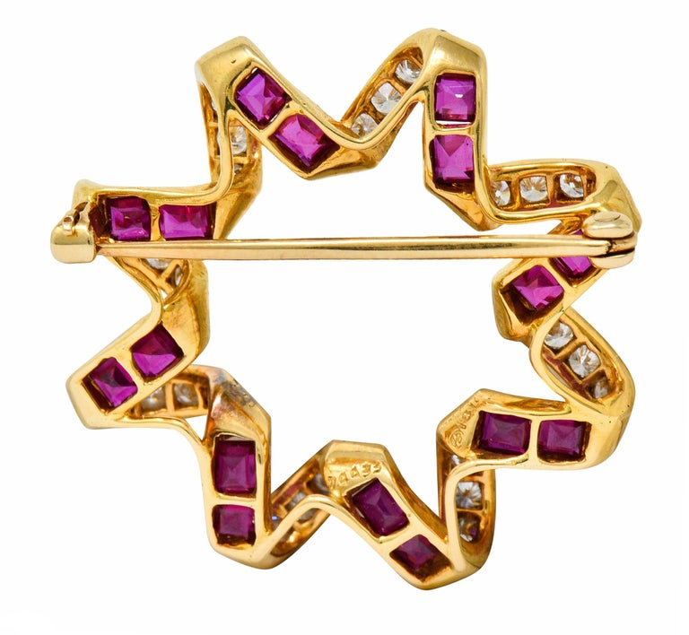 Round Cut Oscar Heyman Bros. Ruby Diamond 18 Karat Gold Starburst Brooch For Sale