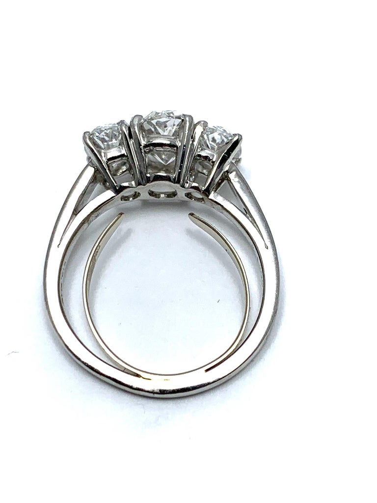 Oscar Heyman & Brothers 2.46 Carat Three Oval Brilliant Diamond Platinum Ring In Excellent Condition For Sale In Washington, DC