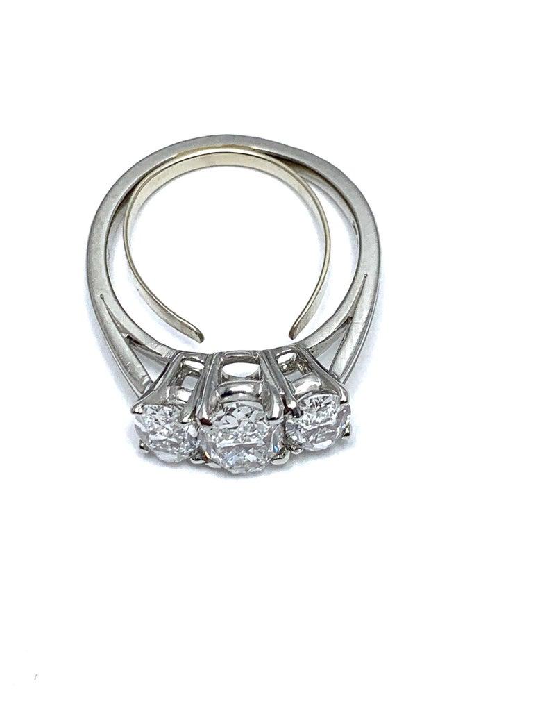 Women's or Men's Oscar Heyman & Brothers 2.46 Carat Three Oval Brilliant Diamond Platinum Ring For Sale