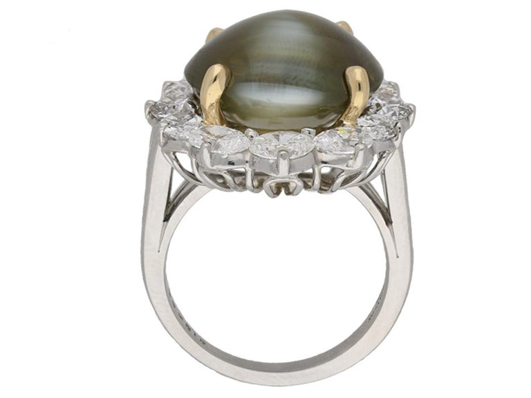 Oscar Heyman Brothers Chrysoberyl Cat's Eye and Diamond Ring, American, circa 20 In Good Condition For Sale In London, GB