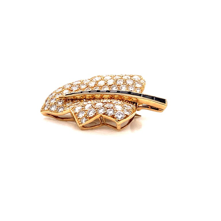 Round Cut Oscar Heyman Small Gold Pave Diamond Maple Leaf Brooch For Sale
