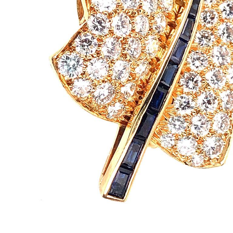 Women's or Men's Oscar Heyman Small Gold Pave Diamond Maple Leaf Brooch For Sale