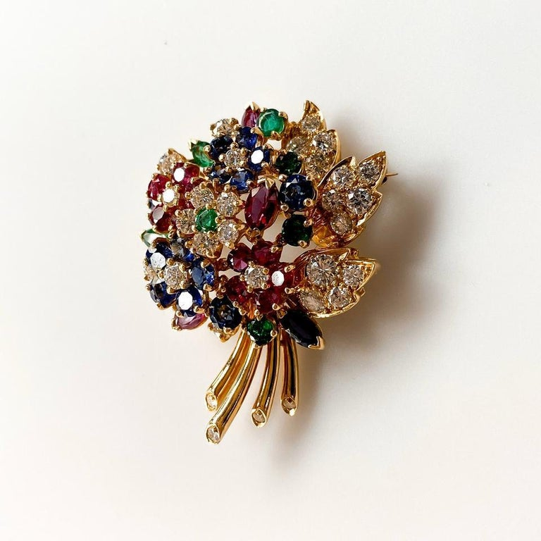 Oscar Heyman Yellow Gold Diamond Gemstone Flower Brooch In Excellent Condition For Sale In New York, NY