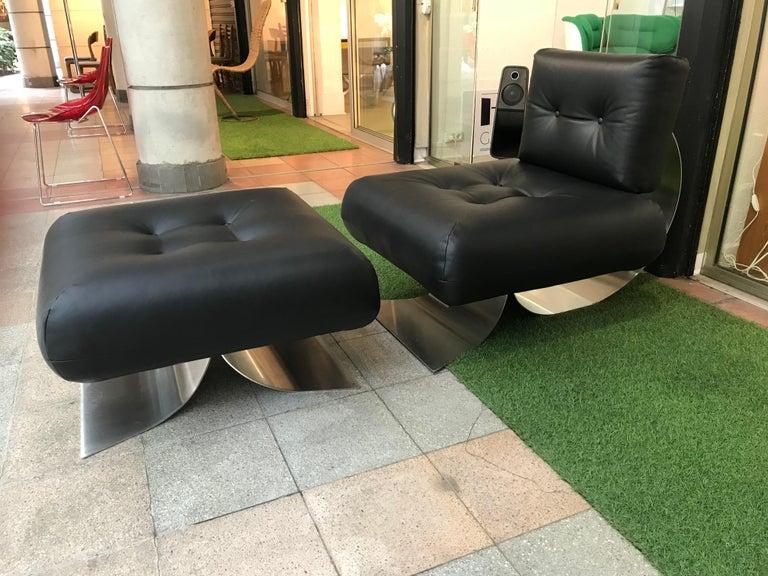 Oscar Niemeyer armchair and ottoman model