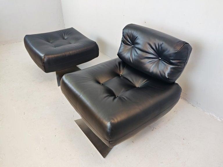 Oscar Niemeyer Chair and Ottoman Model Alta, circa 1970 For Sale 8