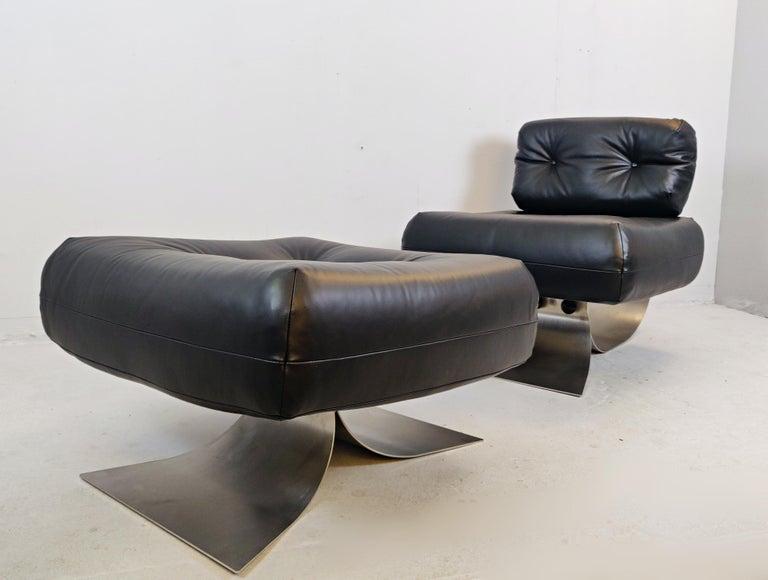 Oscar Niemeyer chair and ottoman Model Alta, circa 1970.