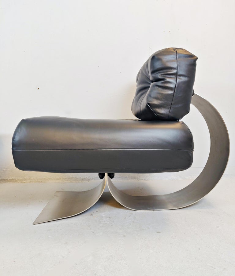 Oscar Niemeyer Chair and Ottoman Model Alta, circa 1970 In Good Condition For Sale In Brussels, BE