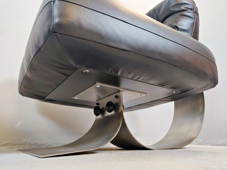 Oscar Niemeyer Chair and Ottoman Model Alta, circa 1970 For Sale 1
