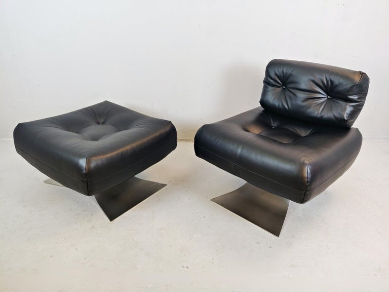 Oscar Niemeyer Chair and Ottoman Model Alta, circa 1970 For Sale 2
