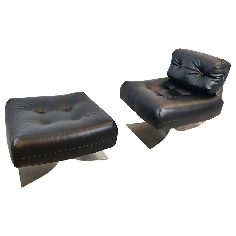 Oscar Niemeyer Chair and Ottoman Model Alta, circa 1970 For Sale