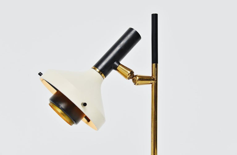 Very nice small table lamp model 533 designed by Oscar Torlasco and manufactured by Lumi, Italy, 1950. This lamp has a lens shade that you can aim in every direction. Fully adjustable table lamp with black weighed base and brass arm. The shade is in