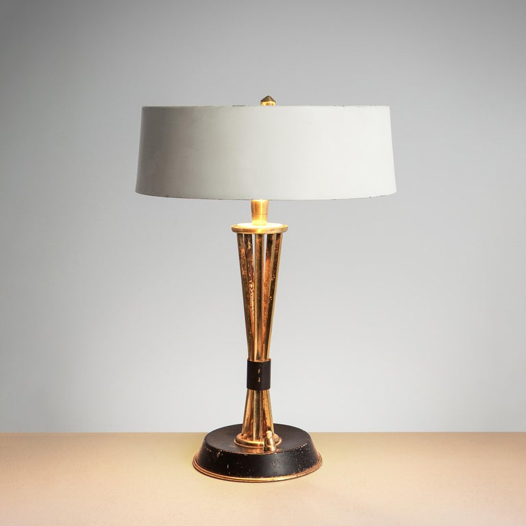 Oscar Torlasco for Lumi Milano, table light in brass and metal, Italy, 1960s.  Very elegant 1960s Italian table lamp designed by Oscar Torlasco for Lumi Milano. The stem is made of patinated brass and holds a smart adjustable round white coated