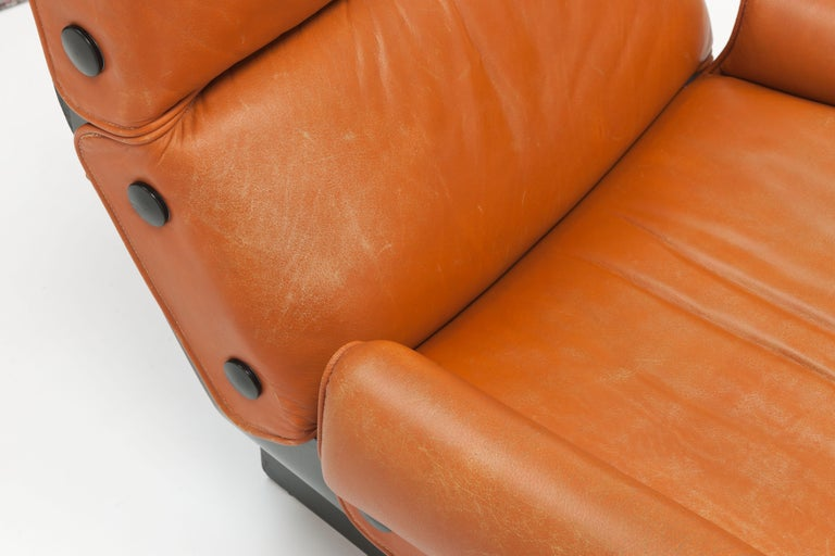 Osvaldo Borsani 'Canada' Lounge Chair by Tecno in Original Leather For Sale 4