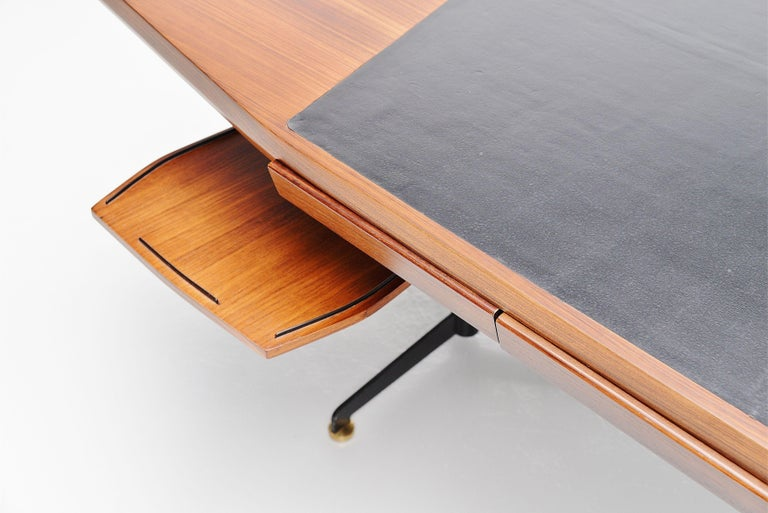 Osvaldo Borsani Conference Desk Table Tecno, Italy, 1954 In Good Condition For Sale In Roosendaal, Noord Brabant