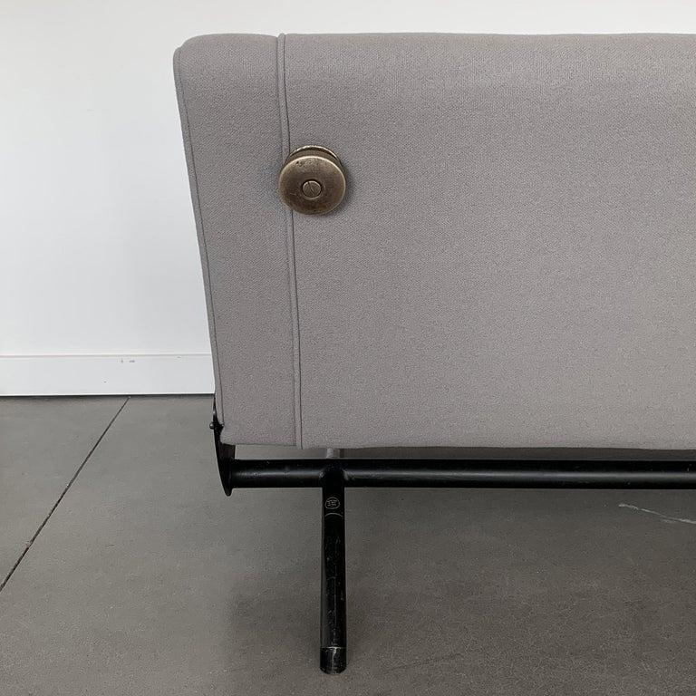 Osvaldo Borsani D70 Daybed Sofa for Tecno For Sale 4