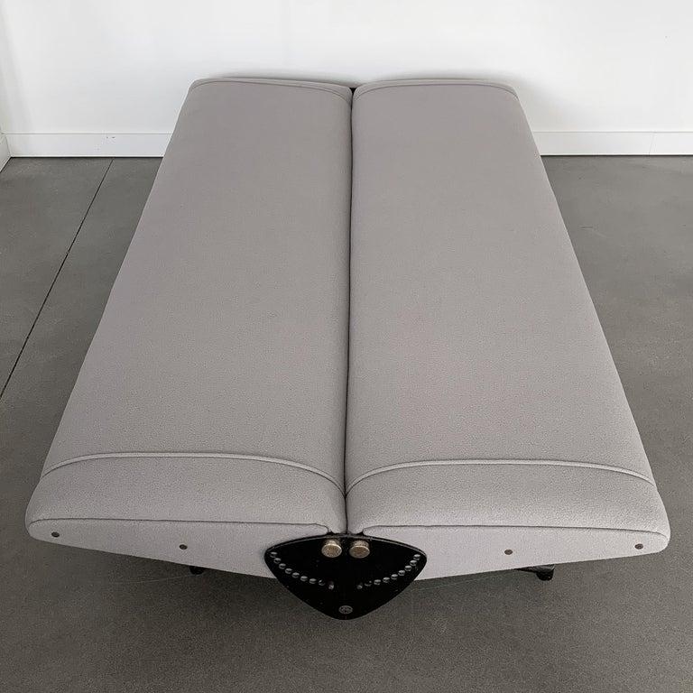 Enameled Osvaldo Borsani D70 Daybed Sofa for Tecno For Sale