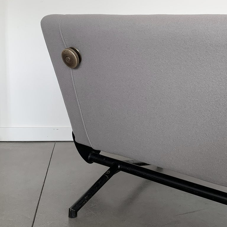Osvaldo Borsani D70 Daybed Sofa for Tecno For Sale 1