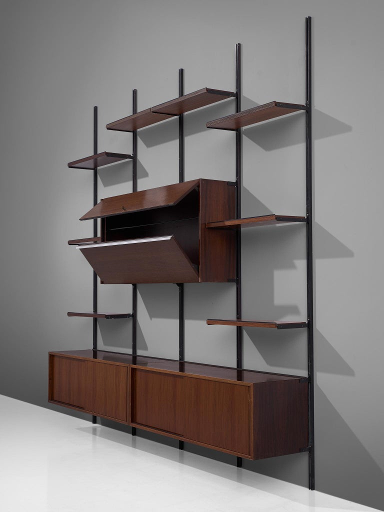 Osvaldo Borsani E22 Modular Wall Unit in Walnut In Good Condition For Sale In Waalwijk, NL