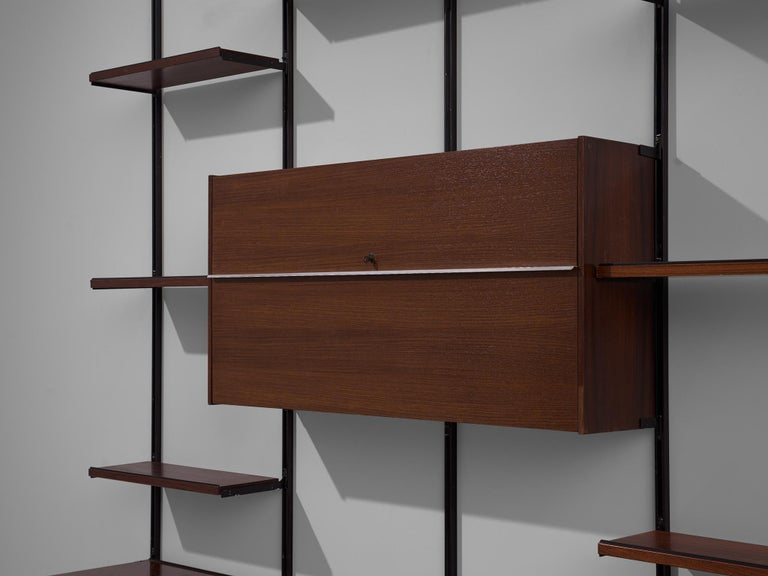 Mid-20th Century Osvaldo Borsani E22 Modular Wall Unit in Walnut For Sale
