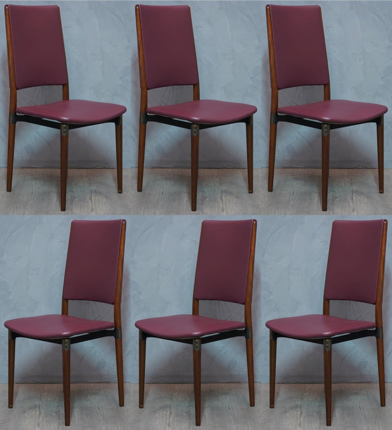 Simple structure but much elegance to this set of 6 chairs of Italian design of the 1950s.