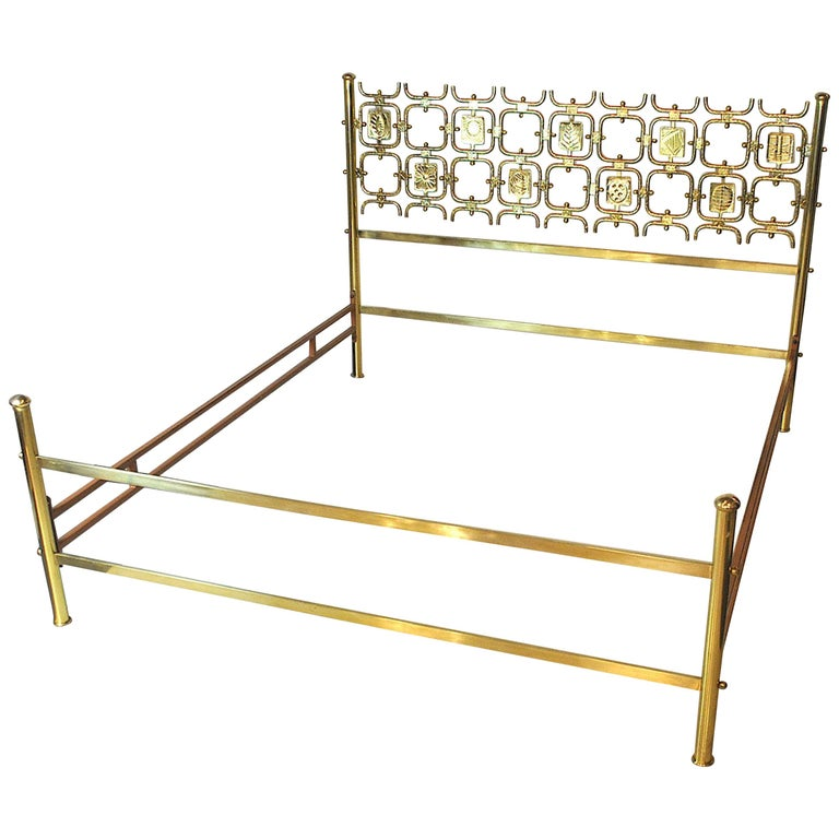 Osvaldo Borsani Italiano Midcentury Bed Totally in Brass For Sale