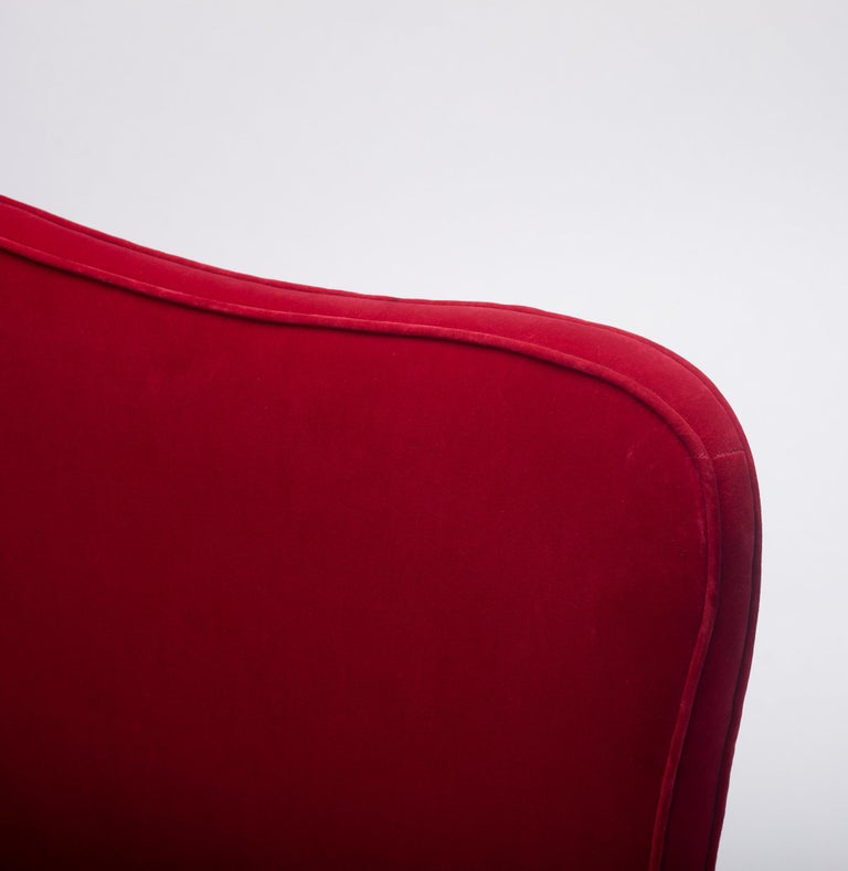 Osvaldo Borsani Red Velvet Banquette In Good Condition For Sale In Houston, TX