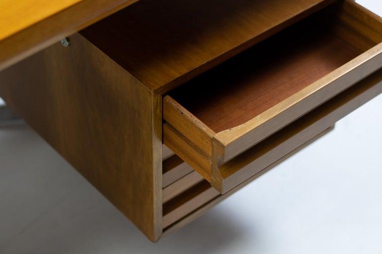 Mid-20th Century Osvaldo Borsani T95 Executive Desk with Matching Desk Chair For Sale